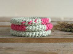 Bracelets rose menthe. Bracelet coton crochet. par DoucesLaines, €30.00