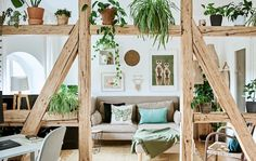 Inside the apartment of an eco-conscious minimalist - IKEA Cheap Rustic Decor, Cheap Home Decor, Affordable Home Decor, Home Decor Bedroom, Living Room Decor, Ivar Regal, Söderhamn Sofa, Appartement Design, Decor Logo
