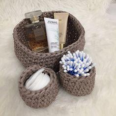 Crochet Basket Pattern, Crochet Patterns, Filet Crochet, Knit Crochet, Patron Crochet, Baby Couture, Holiday Crochet, Knitting Projects, Diy And Crafts