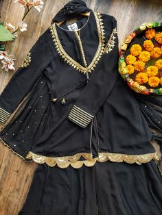Source by dresses idea Girls Dresses Sewing, Stylish Dresses For Girls, Stylish Dress Designs, Designs For Dresses, Simple Dresses, Pakistani Fashion Party Wear, Pakistani Dresses Casual, Pakistani Dress Design, Indian Fashion