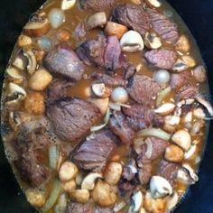 Je ruikt het, je proeft het, zo hoort oma's draadjesvlees te zijn. Bbq Marinade, Multicooker, Potato Recipes, Slow Cooker Recipes, Stew, Good Food, Pork, Snacks, Meat