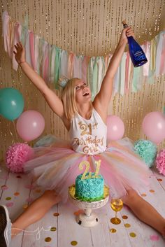 OH MY GOSH…. For real, tell me who doesn't want to celebrate their birthday milestone with some cake and wine and your best friends? Golden Birthday, 50th Birthday Party, Thirty Birthday, Adult Cake Smash, 21st Bday Ideas, 21st Party, Birthday Cake Smash, Birthday Photography, Its My Bday