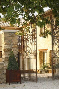 Iron gate Le Clos Saint Saourde, Guest House near le Mont Ventoux Provence French Cottage, French Country House, Entrance Gates, Grand Entrance, Houses In France, Iron Gates, Metal Gates, Provence France, Grades