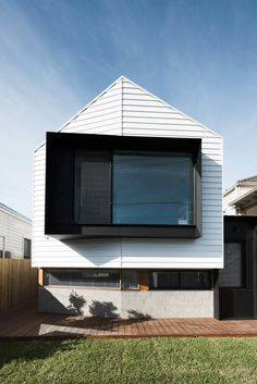 A Cool Melbourne Cottage Riffs Off of its Victorian Neighbors - Photo 2 of 11 -