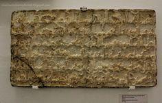 Lápida conmemorativa hace alusión a Itimad, la querida esposa del rey al-Mu´tamid. Se la llama Umm, como madre, de ar-Rashid, hijo de al-Mu´tamid… hace alusión a la construcción de un alminar en la zona de la actual Iglesia San Juan de la Palma en el centro de Sevilla