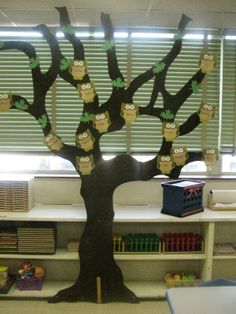 hanging tree book displays library - Google Search