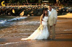 Utiliza tu vestido y diviértete en un fabuloso Trash the Dress ideal para tu boda en playa por Bodas Huatulco