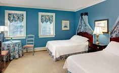 These secluded carriage house rooms add a bit of romance and privacy to your stay and boast period antiques, reproduction furniture, and private bathrooms. www.johnrutledgehouseinn.com
