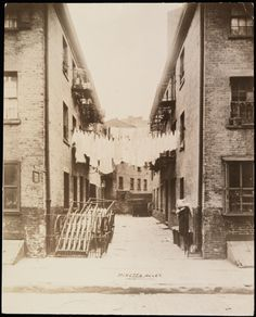 Photographer unknown. Minetta Alley. ca. 1900. Museum of the City of New York. X2010.11.2570.