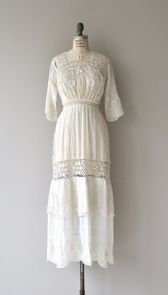 Antique 1910s exceptionally pretty white cotton batiste dress with amazing floral lace bodice, 3/4 sleeves, banded waist and button back closure. ---