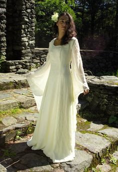 5e2b726d55d Medieval Galadriel dress like in Lord of the rings attire