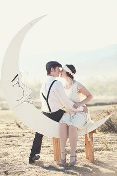 Antique White / Gold Sparkled Perimeter Paper Moon For Gatsby Wedding Photo Backdrop $389