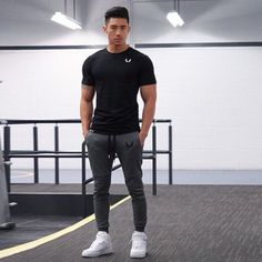 Bestt gym style, workout wear, workout outfits, workout clothes for men, me Sport Fashion, Mens Fashion, Fashion Fall, Fashion Shoes, Fashion Tips, Gym Outfit Men, Workout Wear, Workout Outfits, Gym Gear