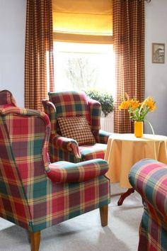 Obývačka - kolekcia Bristol    #obyvacka#kreslo#karo#obrus#zavesy#rimskaroleta Bristol, Wingback Chair, Armchair, Accent Chairs, Living Room, Interior Design, Fabric, House, Furniture