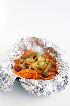 Folienbeutel Sweet Potato Noodle Chicken Fajitas - Food and drink - Noodles Clean Eating Chicken, How To Cook Chicken, Eating Clean, Healthy Eating, Sin Gluten, Gluten Free, Healthy Food Blogs, Healthy Recipes, Healthy Treats