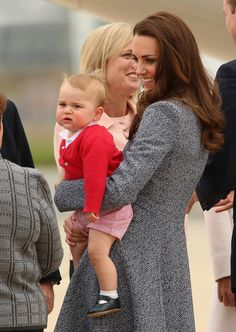 Kate Middleton, Prince William, & Prince George Say Goodbye to Australia!: Photo Prince William and Catherine, Duchess of Cambridge (aka Kate Middleton) pose for a family photo with their adorable nine-month-old baby boy Prince George before… Prince Charles, Prince George Alexander Louis, Kate Middleton Prince William, Prince William And Catherine, William Kate, Prince Georges, Camilla Parker Bowles, Elizabeth Ii, Duke And Duchess