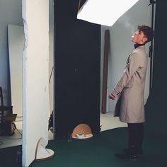 SMOKE THAT IMAGE. BTS. PHOTOGRAPHY  @julia_kiecksee STYLING @ms.danila MODEL @jonaskautenburger ART @mimi.ls #pictureparkstudios#hamburg#shooting#picturedaily#onset#malemodel#smoke#coat#capture#fun#bts @pma_models