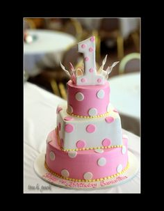 Not that I have a kid for this, but I couldn't help but pin it. This is sweet. First Birthday Cake
