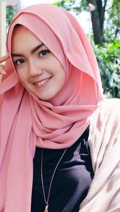 Girl in Hijab Beautiful Hijab Girl, Beautiful Muslim Women, Korean Beauty Girls, Asian Beauty, Muslim Fashion, Hijab Fashion, Women's Fashion, Girl Pictures, Girl Photos