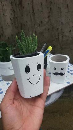 Concrete Pots, Concrete Crafts, Macrame Wall Hanging Diy, Decorated Flower Pots, Beton Diy, Diy Planters, Diy Home Crafts, Bottle Crafts, Plant Decor