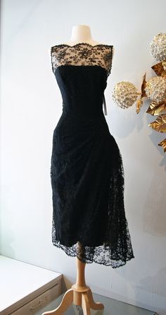 Vintage Cocktail Dresses Black Lace Prom Dress Sheer Bateau Neck Tea Length Evening Gowns 2015 New Christmas Party Dresses Real Image Vintage Dress, y muy ponible para una cena. No se pero me a mi me parece precioso Vestidos Vintage, Vintage 1950s Dresses, Vintage Outfits, Vintage Clothing, Vintage Prom, Vintage Wear, Moda Vintage, Vintage Mode, Vintage Black