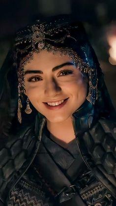 Turkish Women Beautiful, Turkish Beauty, Cute Girl Pic, Cute Girls, Beautiful Celebrities, Beautiful Actresses, Beautiful Wallpaper Hd, Famous Warriors, Boy Haircuts Short