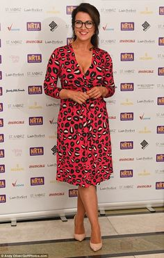 Stunning: Susanna Reid upped the glamour on Monday night, as she made a sexy but sophisticated appearance at the National Reality TV Awards 2017 Tall Dresses, Tight Dresses, Susana Reid, Sexy Older Women, Sexy Women, Strong Women, Tv Awards, Awards 2017, Plunge Dress
