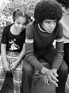 Michael Jackson and Janet Jackson, sibling, famous, icon The Jackson Five, Jackson Family, Black Is Beautiful, Beautiful People, Familia Jackson, New School Hip Hop, The Jacksons, Famous Faces, Black People