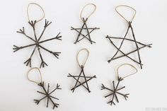 20 DIY Natural Christmas Decorations Bring the beauty of nature to your home with these all-natural ornaments and decorations. Twig Christmas Tree, Wooden Christmas Decorations, Diy Christmas Ornaments, Homemade Christmas, Rustic Christmas, Christmas Holidays, Christmas Ideas, Easy Ornaments, Ornaments Design