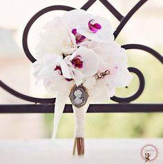 Buchet de mireasa alb Orchid Plants, Flower Power, Wedding Bouquets, Crown, Wedding Stuff, Dresses, Design, Weddings, Boyfriends