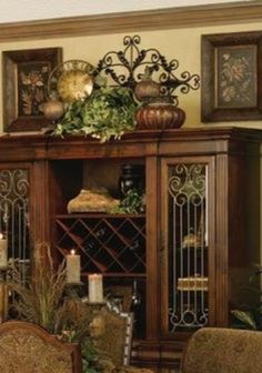 Tuscan design – Mediterranean Home Decor Old World Decorating, Tuscan Style Decorating, Tuscan Style Homes, Tuscan House, Tuscan Living Rooms, Living Room Decor, Decorating Above Kitchen Cabinets, Tuscany Decor, Italian Home