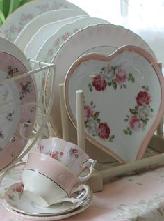 Shabby Chic (I want that heart shaped bowl. An entire set like that, really.)