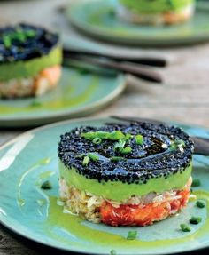 Avocado met krab en lompviseitjes | Pascale Naessens Raw Food Recipes, Keto Recipes, Healthy Recipes, Healthy Food, Caribbean Recipes, Culinary Arts, Fish And Seafood, Food Presentation, Salmon Burgers