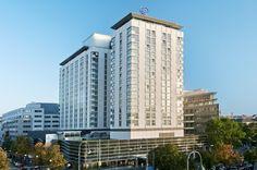 تعرّفوا معنا على فندق هيلتون في فيينا بأثاثه العصري وموقعه المتوسط في المدينة: المكان مثالي للترفيه ولرجال الأعمال http://ow.ly/lGAuv #Vienna #Austria #Hotel #Beauty #Hilton #Luxury #Comfort