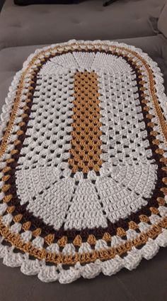 Crochet Tunic Pattern, Crochet Square Patterns, Crochet Carpet, Crochet Home, Filet Crochet, Crochet Doilies, Crochet Table Mat, Sans Art, Diy And Crafts