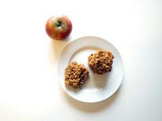 Vollkorn, natürlich. Kein Zucker, keine Butter. 100% clean eating. Und ja, diese Kekse schmecken sogar! Fakt ist: Wir essen Kekse zum Frühstück. Zwei, drei Stückmit etwas Obst und Quark als B…