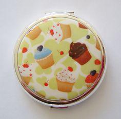 Cupcakes Convertible Stratton Compact, £54.99