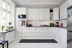 http://www.dekorasyoncini.com/wp-content/uploads/L-tipi-mutfak-tasarimlari-dizayn-ve-yerlesim-duzeni-modern-beyaz.jpg adresinden görsel.