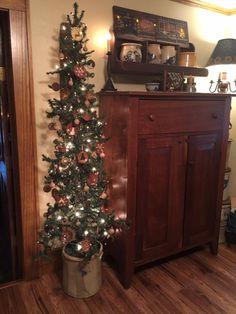 slimline tree, tucked in a corner Primitive Christmas Decorating, Primitive Christmas Tree, Country Christmas Trees, Christmas Porch, Rustic Christmas, Christmas Holidays, Primitive Decor, Christmas Ideas, Pencil Christmas Tree