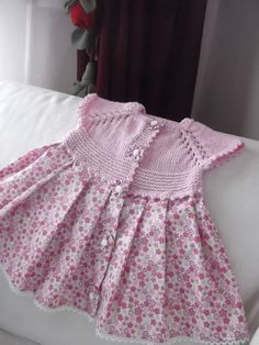 Discover thousands of images about Beautiful knitting with crochet edges!Discover thousands of images about Hand knitted dress for baby girl Knitting For Kids, Baby Knitting Patterns, Crochet For Kids, Baby Patterns, Crochet Fabric, Crochet Baby Clothes, Kids Outfits, Baby Outfits, Baby Sweaters