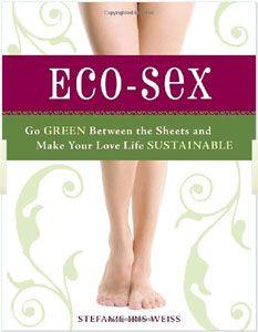 """""""Eco-Sex"""" è scritto da Stefanie Iris Weiss, una scrittrice americana.  Secondo questo libro coloro che non hanno mai pensato all'impatto ambientale delle proprie abitudini a letto sono ancora dei semplici """"neofiti dell'ambiente"""". Pagine di #Ecosesso su @marraiafura"""