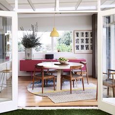 Best of Australian Homes 2014 · Mark and Louella Tuckey - The Design Files Round Dining Table, Dining Area, Dining Room, Fine Dining, Dining Chairs, Interior And Exterior, Interior Design, Diy Design, Melbourne House