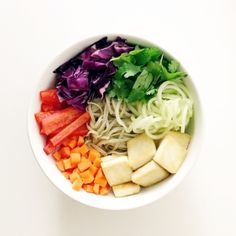Eat Pretty: Rainbow Veggie Noodle Bowl Dressing tablespoon sesame oil tablespoon fresh lime juice tablespoons white miso tablespoons reduced sodium tamari tablespoon apple cider vinegar inch of ginger Healthy Snacks, Healthy Eating, Healthy Recipes, Superfood, Clean Recipes, Real Food Recipes, Yummy Food, Miso Ginger Dressing, Asian Dressing