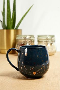 Wonderful Pics Ceramics Mugs shapes Concepts Slide View: Becher mit himmlischem Design Ceramic Mugs, Ceramic Pottery, Ceramic Art, Slab Pottery, Thrown Pottery, Ceramic Bowls, Crackpot Café, Tassen Design, To Go Becher