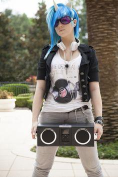 Vinyl Scratch cosplay