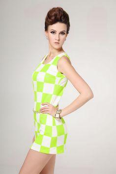 Roupas para balada com estampas geométricas e cores neon para o verão. Saiba mais em http://vestidocurto.org/roupas-para-balada-10-ideias-para-voce-arrasar/ #balada #roupasparabalada