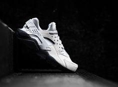 """Nike Air Huarache SE """"Matte Silver"""" #sneaker #nike #huarache #silvershoes #silver #sneakerhead #nikerunning"""