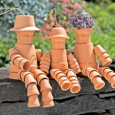 Clay Pots- Terra Cotta Pots are expensive yet it seems they are in every garage sale. I even found 3 pots on the beach! There are so many ways you can reuse clay pots Flower Pot People, Clay Pot People, Clay Pot Projects, Clay Pot Crafts, Flower Pot Crafts, Flower Pots, Flowers, Garden Crafts, Garden Projects