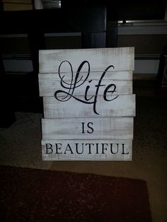 Y'all know I LOVE pallets!!!  I should create it's own board. LOL!!!! :-)  Hometalk :: Pallet Signs