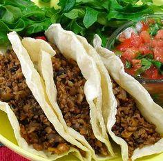 Prepara unos ricos y económicos tacos hechos con proteína texturizada de soya.  // Delicious and economical tacos made from texturized vegetable protein.